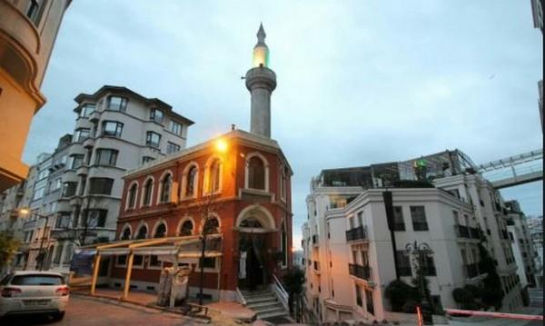 Mezquita de Estambul ayuda a los sin techo a reisentarse en la sociedad