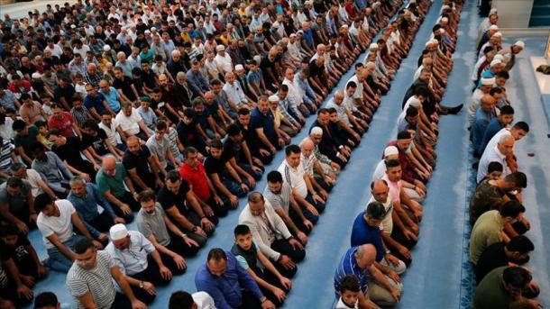 Los musulmanes del mundo celebran el Aid el Adha