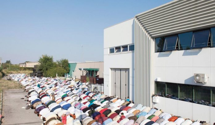 Fotógrafo italiano publica libro «El Islam oculto» sobre las realidades del Islam de Italia