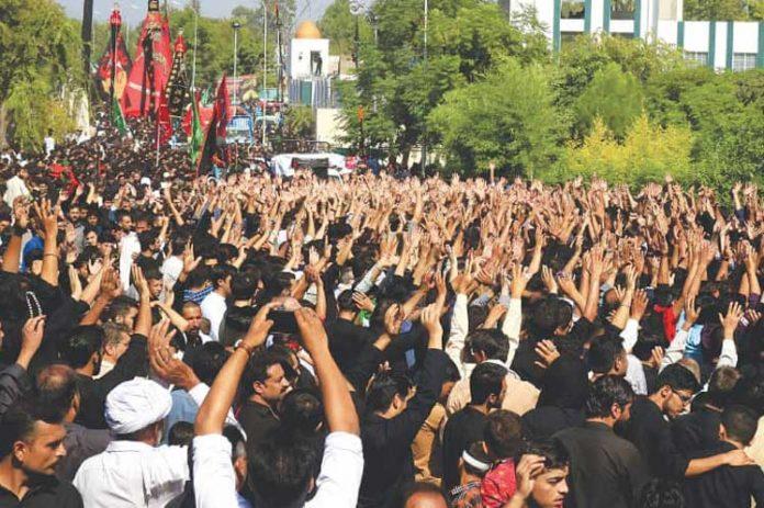 Millones de peregrinos visitan Kerbala (Iraq) para conmemorar el martirio de Hussein en Ashura