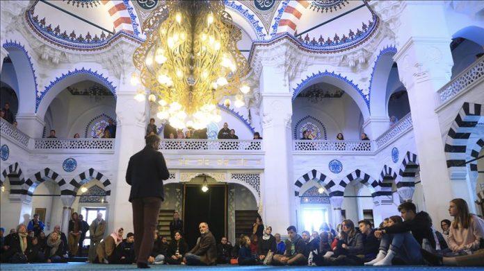 100.000 personas participan en el Día de Puertas Abiertas de las mezquitas en Alemania