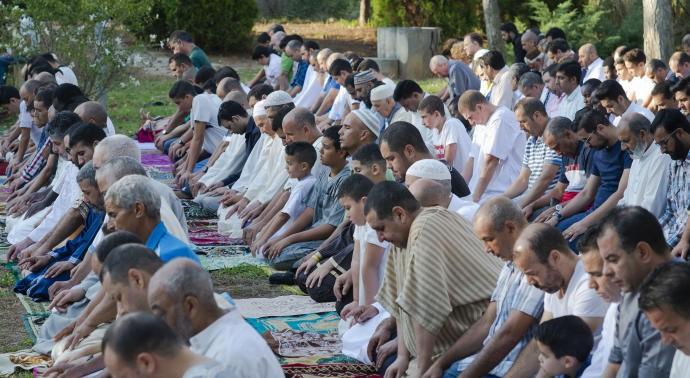 Musulmanes celebran una fiesta