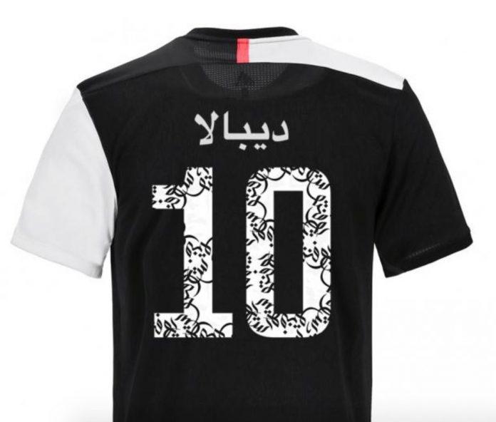 Camiseta Juventus con caligrafía árabe
