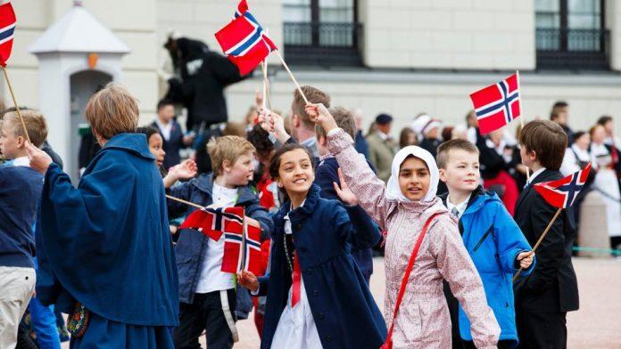 Organizaciones islámicas de Noruega regalan 10.000 ejemplares del Corán en las calles