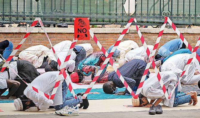 Musulmanes de Italia ayudan a los necesitados durante el Eid