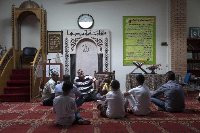 Sala de oración musulmana en el área de Atenas