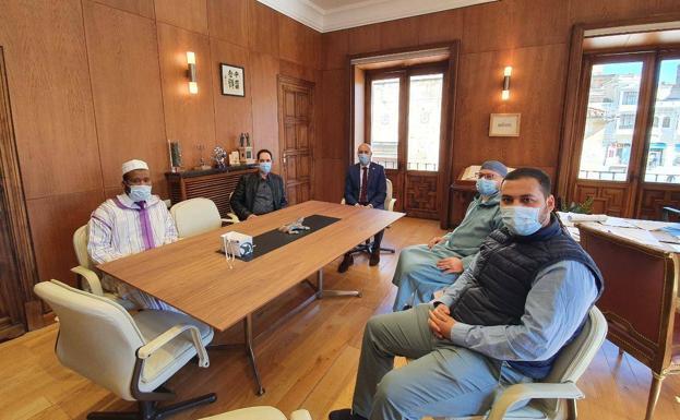 Musulmanes de León con el alcalde