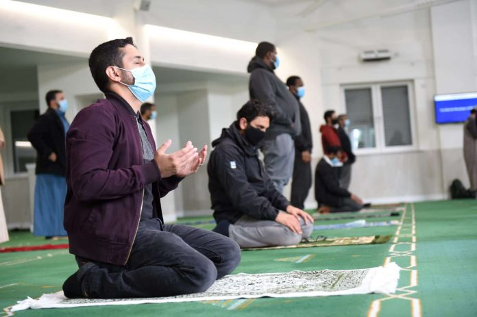 Mezquitas de Escocia reabren sus puertas