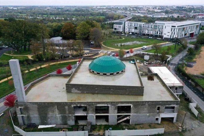 Mezquita de Angers en construcción