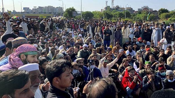 Protestas en Pakistán contra las caricaturas contra el Profeta en Francia