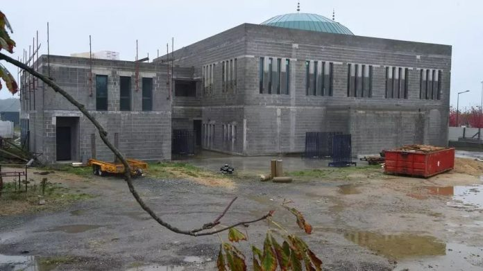 La Gran Mezquita de Angers en construcción