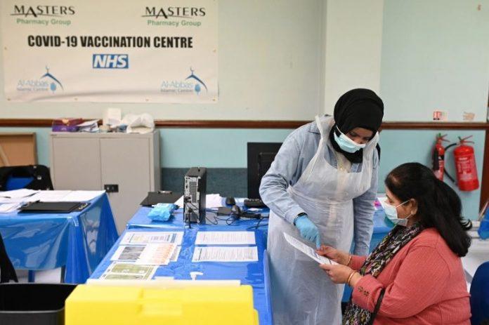 Vacunación en una mezquita británica