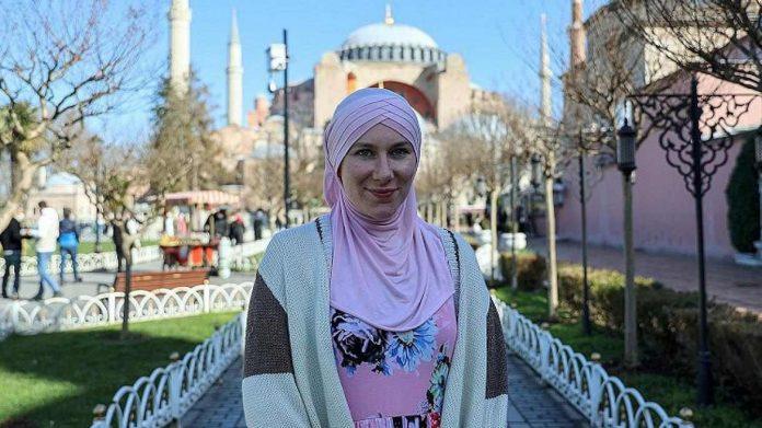Joven actriz estadounidense habla de su conversión al Islam en Youtube