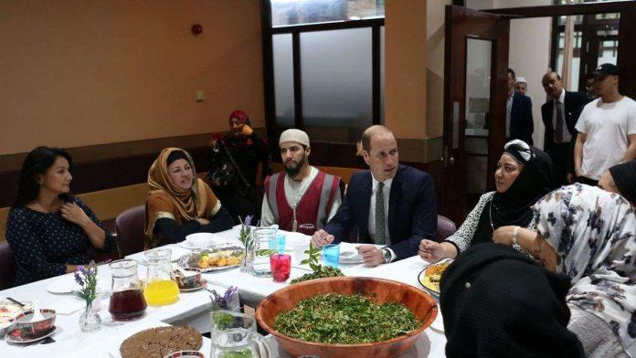 Distribución de comida en una mezquita de Londres
