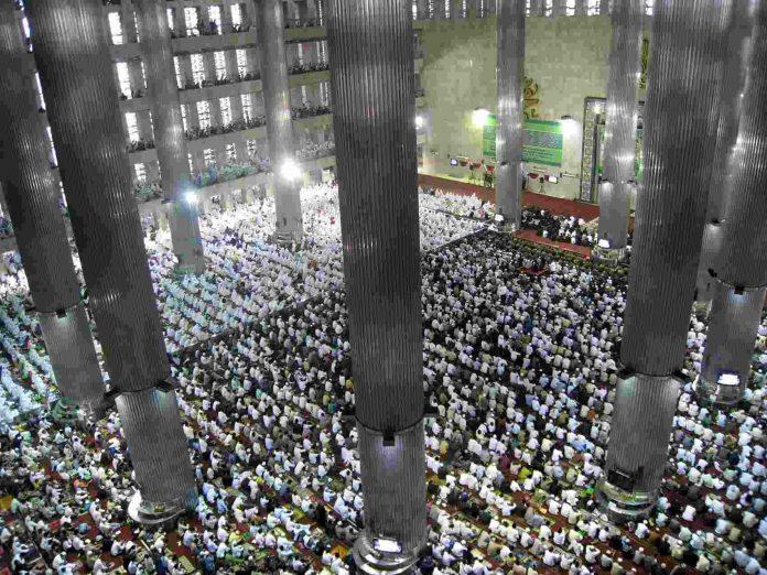 Eid en una mezquita de Indonesia