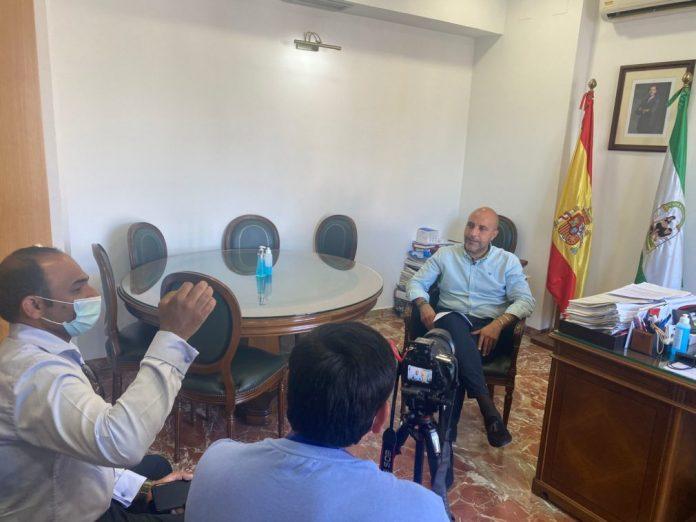 Entrevista entre la DW y el alcalde de Otura