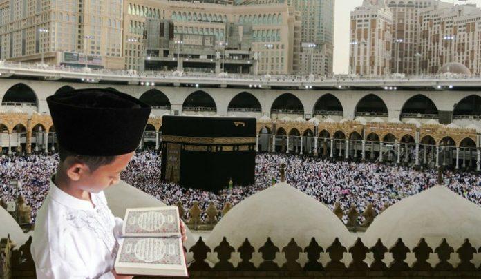 Niño indonesio en La Meca