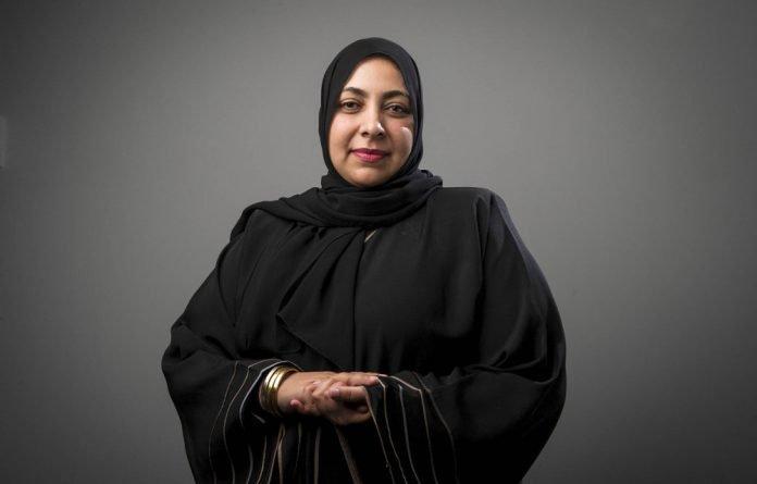 Una periodista musulmana de Sudáfrica elegida presidenta del Instituto Internacional de Prensa