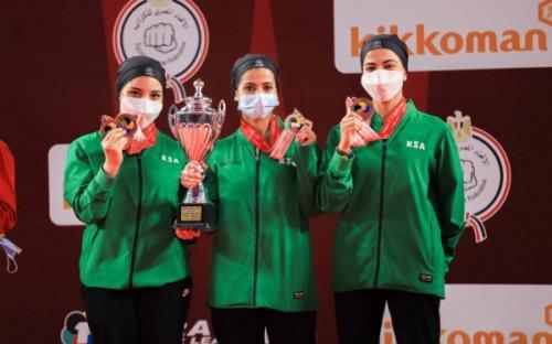 Equipo femenino de karate saudí gana su primera medalla de bronce en su primera competición internacional