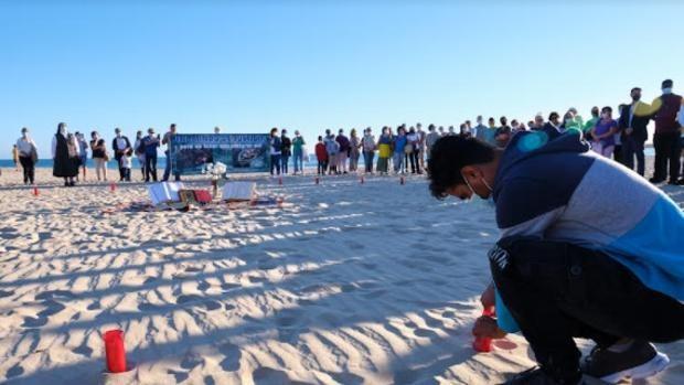 Oración conjunta de musulmanes y cristianos en favor de los inmigrantes muertos en Barbate